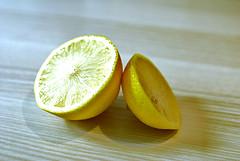 durchgeschnittene Zitrone