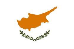 Flagge Zyperns: kupferfarbenes Kartenabbild der Insel mit Olivenzweigen auf weiß