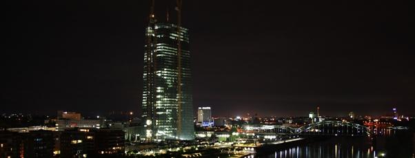 EZB-Neubau bei Nacht